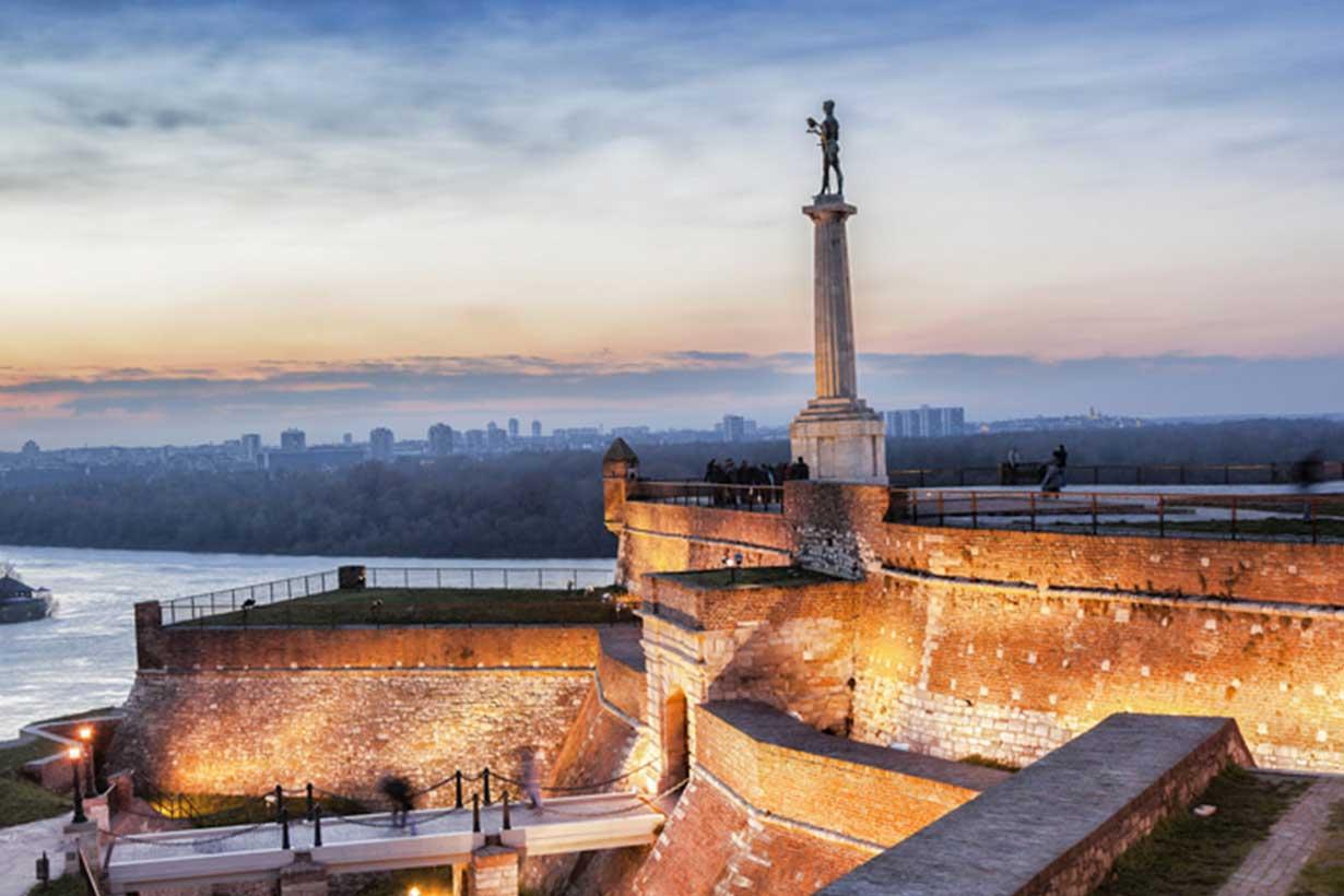 """Fotografija spomenika """"Pobednik"""" na Kalemegdanu, Beograd - Tihomir Trišić"""