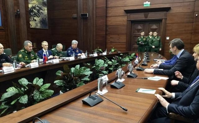 Fotografija zvaničnog sastanka delegacije Srbije sa ministrom odbrane Rusije Sergejem Šojguom