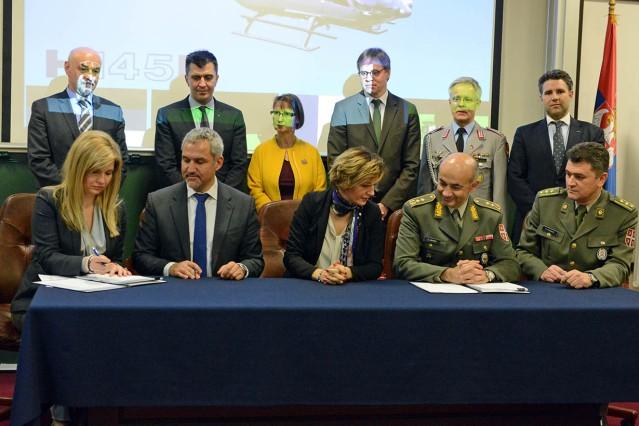 Fotografija potpisivanje ugovora o nabavci devet helikoptera H145M
